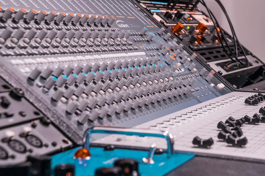 Alea Studios - Estudio de grabación en Logroño - Mesa de mezclas